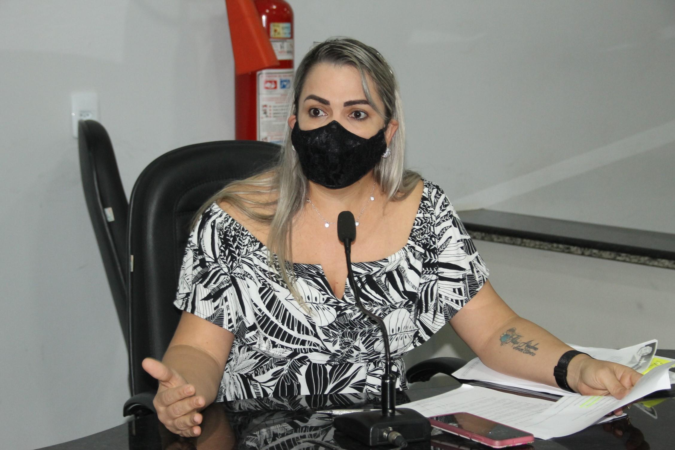 Cláudia de Jesus requer números da pandemia do novo coronavírus