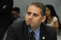 Marcelo Lemos pede policiais na segurança de escolas