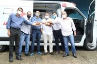 Por indicação do vereador Elvis Gomes (Republicanos), o deputado Jhony Paixão entrega UTI Móvel a saúde Pública de Ji-Paraná