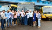 Vereadores participam de cerimônia para reinício de aulas e entrega de ônibus