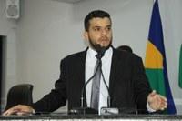Procon notifica postos combustíveis após denúncia de Weliton Fonseca