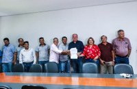 Vereadores participam de solenidade que sancionou lei do transporte por aplicativos